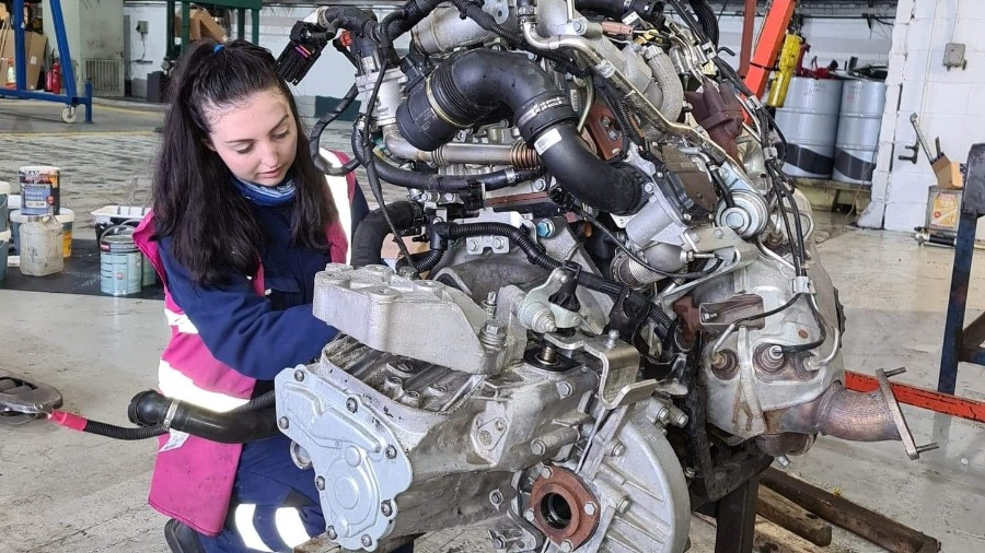 A Day in the Life of Motus People - Apprentice LCV Technician